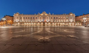 800px-Toulouse_Capitole_Night_Wikimedia_Commons