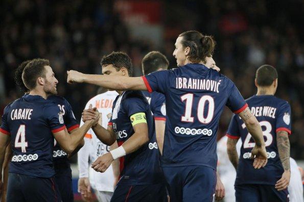 Cabaye e Ibrahimovic celebrando uno de los goles contra el Valenciennes