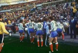 La selección francesa con las camisetas del Atlético Kimberley.