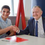 Aouar firma con el Lyon