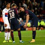 Emery media entre Neymar y Cavani