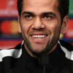 """Alves: """"El desafío es cambiar la historia del PSG en esta competición"""""""