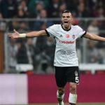 El Mónaco, pendiente de Pepe para reforzar la defensa